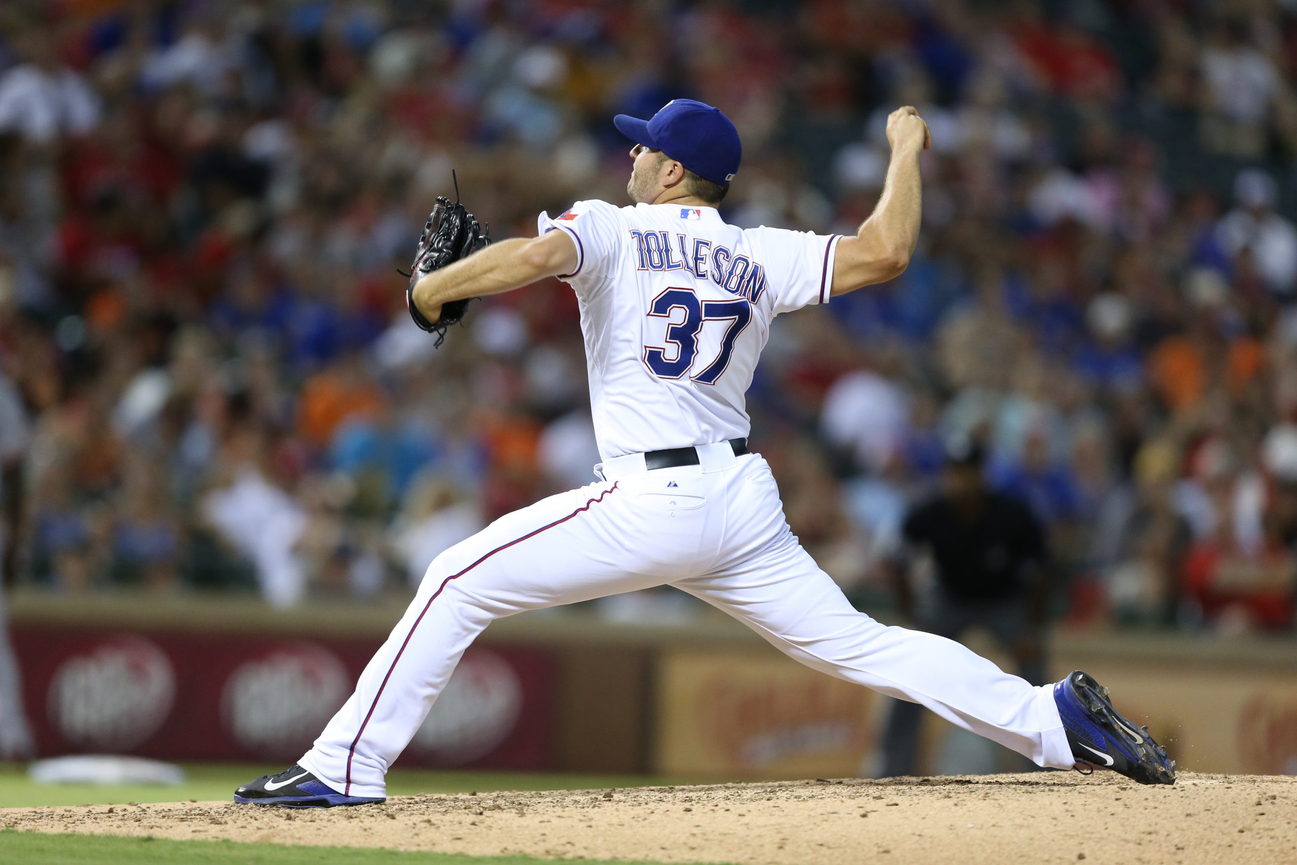Shawn Tolleson throwing a baseball